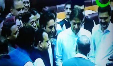 قومی اسمبلی میں عمران خان خود اُٹھ کر بلاول کے استقبال کیلئےگئے