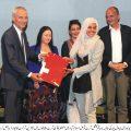 اسلامیہ یونیورسٹی بہاولپور کی طالبہ نے بہترین آرٹسٹ کا ایوارڈ جیت لیا